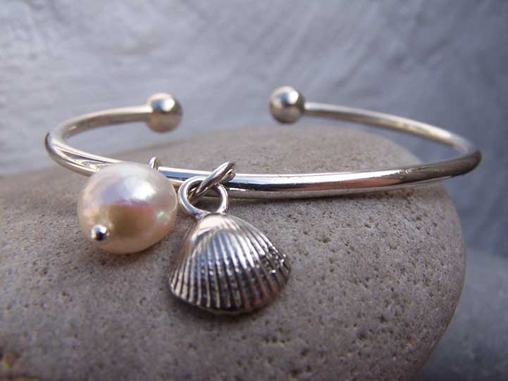 COCKLE SHELL BANGLE